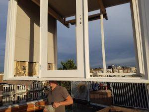 Dakhuis 2 x 3 meter wordt in 1 dag neergezet en voorzien van glas zodat hij gelijk waterdicht is.